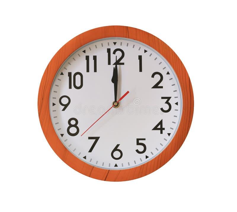 reloj de la madera del marrón del modelo en las doce aislada en blanco foto de archivo libre de regalías