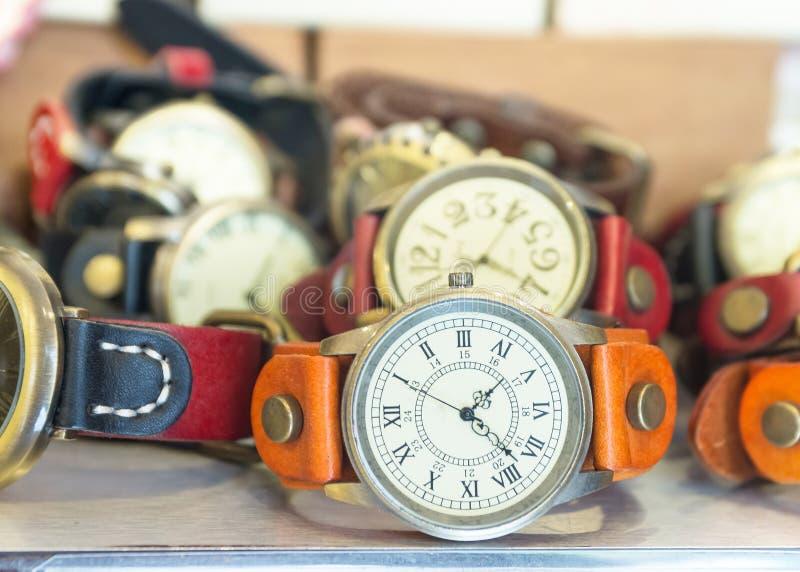 Reloj de la mano del color imagenes de archivo