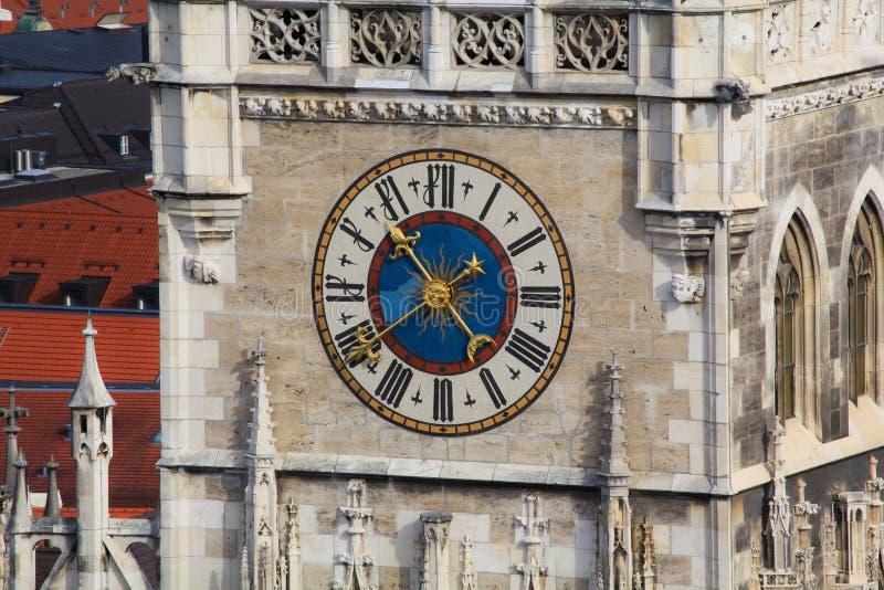 Reloj de la torre de Munich Alemania fotografía de archivo