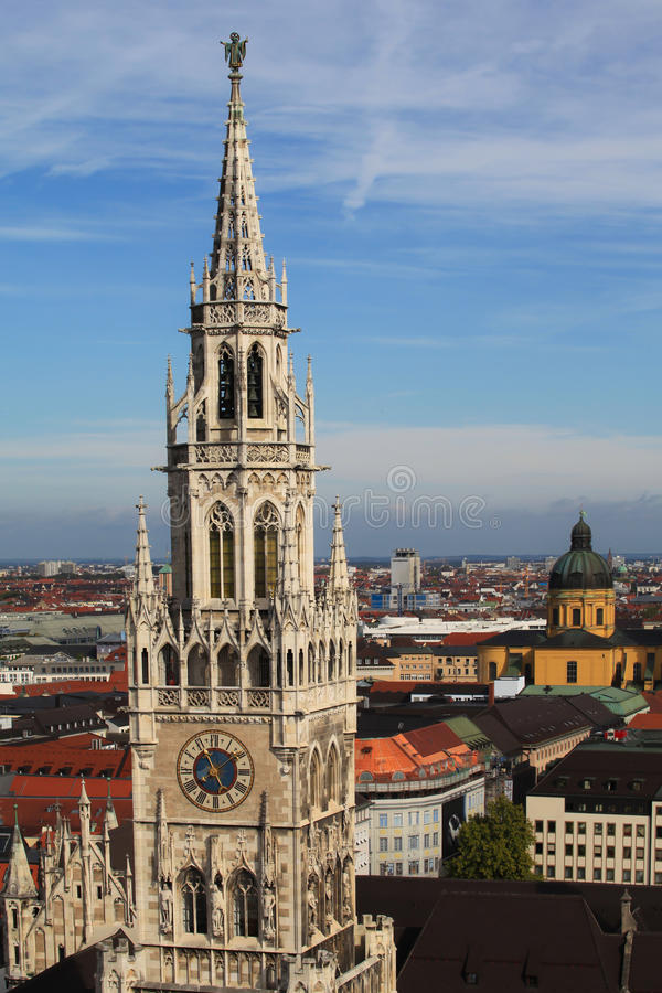 Reloj de la torre de Munich Alemania imágenes de archivo libres de regalías