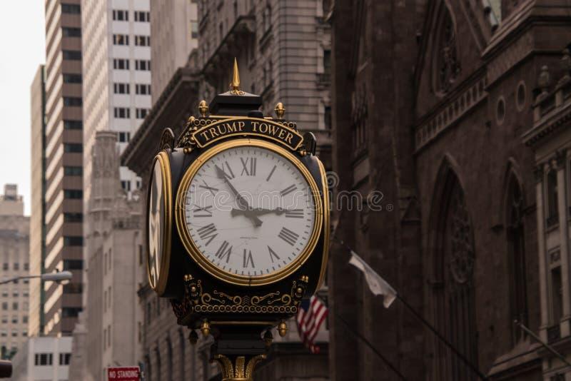 Reloj de la torre del triunfo en la 5ta avenida en Manhattan foto de archivo