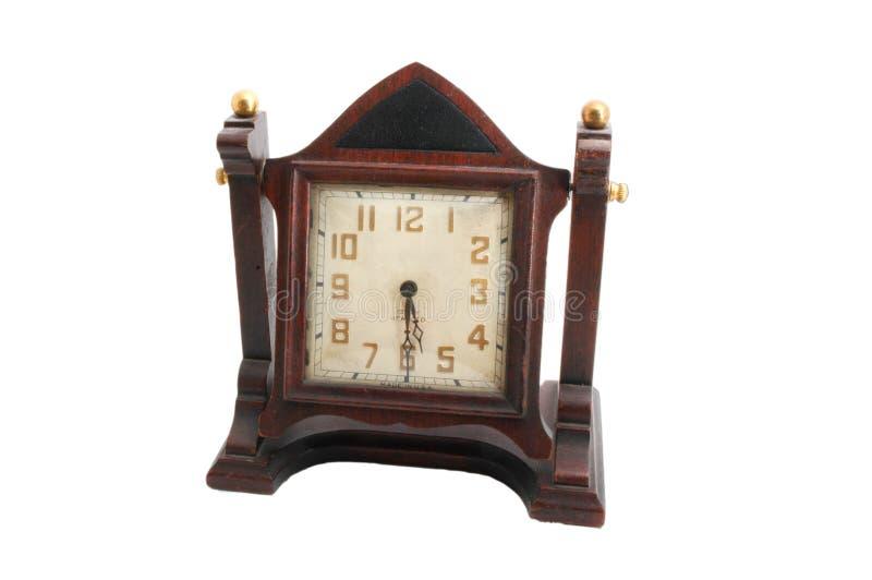 Reloj de madera antiguo de la capa imagenes de archivo