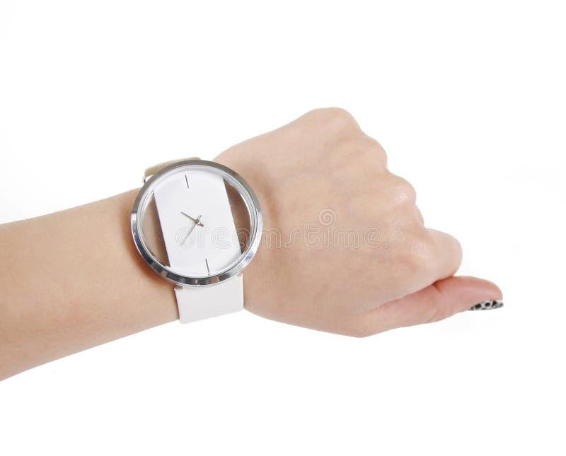 Reloj de moda en la mano de la mujer imagen de archivo