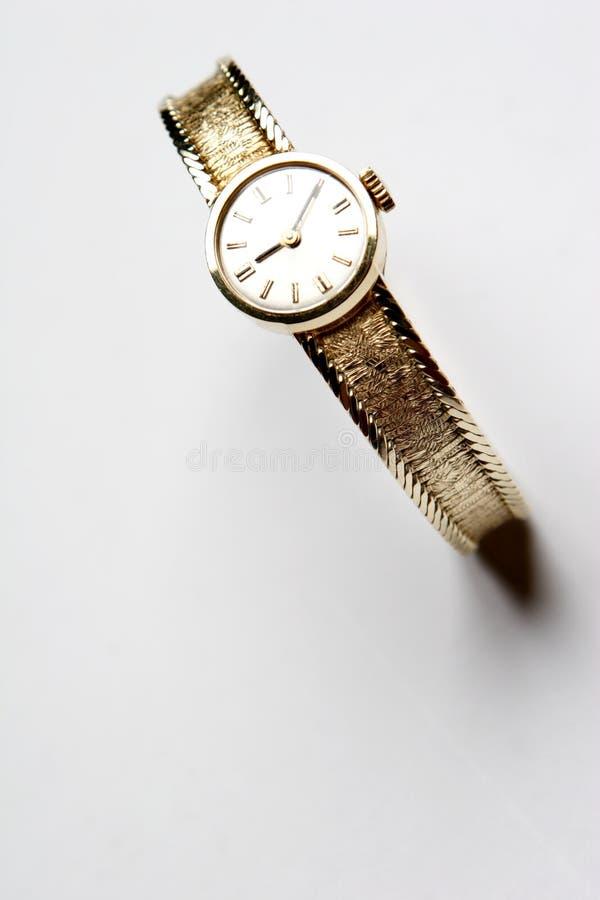 Reloj de oro femenino imagen de archivo