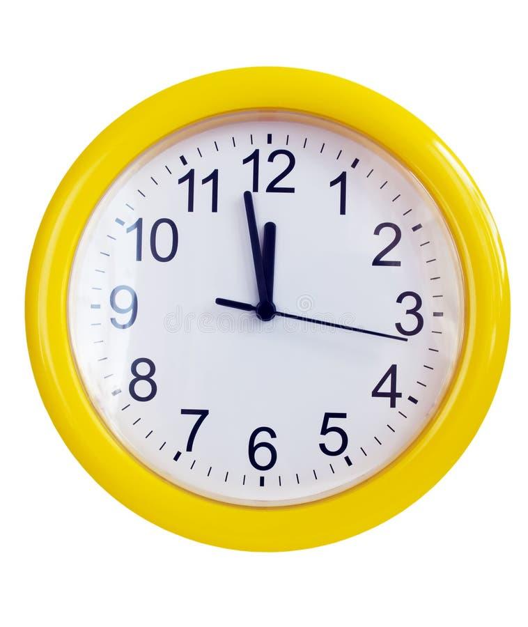 Reloj de pared amarillo imagenes de archivo