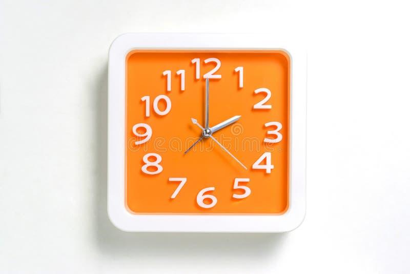 Reloj de pared anaranjado que cuenta en 2 fotografía de archivo libre de regalías