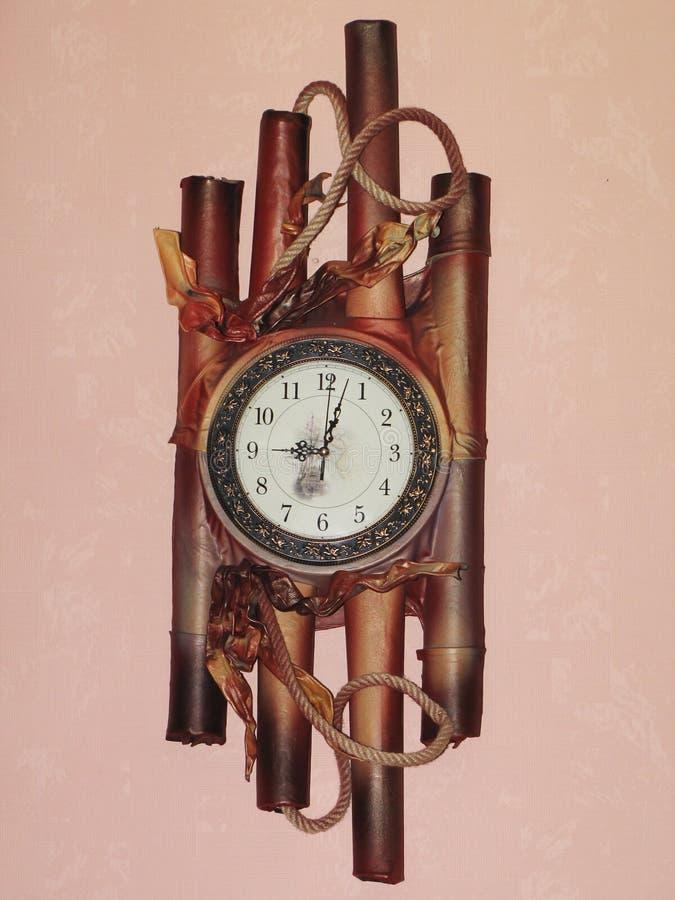 Reloj De Pared En Un Marco De Cuero Stock de ilustración ...