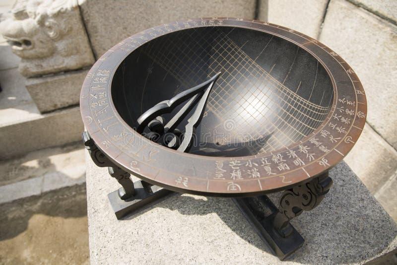 Reloj de sol antiguo imagen de archivo