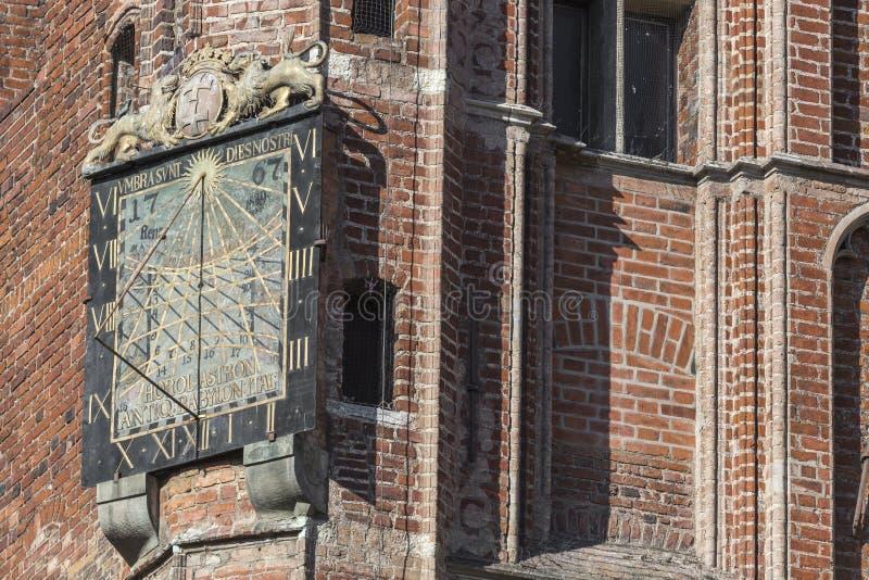 Reloj de sol en ayuntamiento - Polonia Gdansk imágenes de archivo libres de regalías