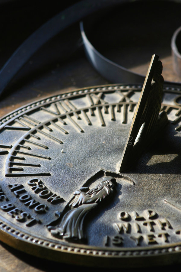 Reloj de sol mórbido imagenes de archivo