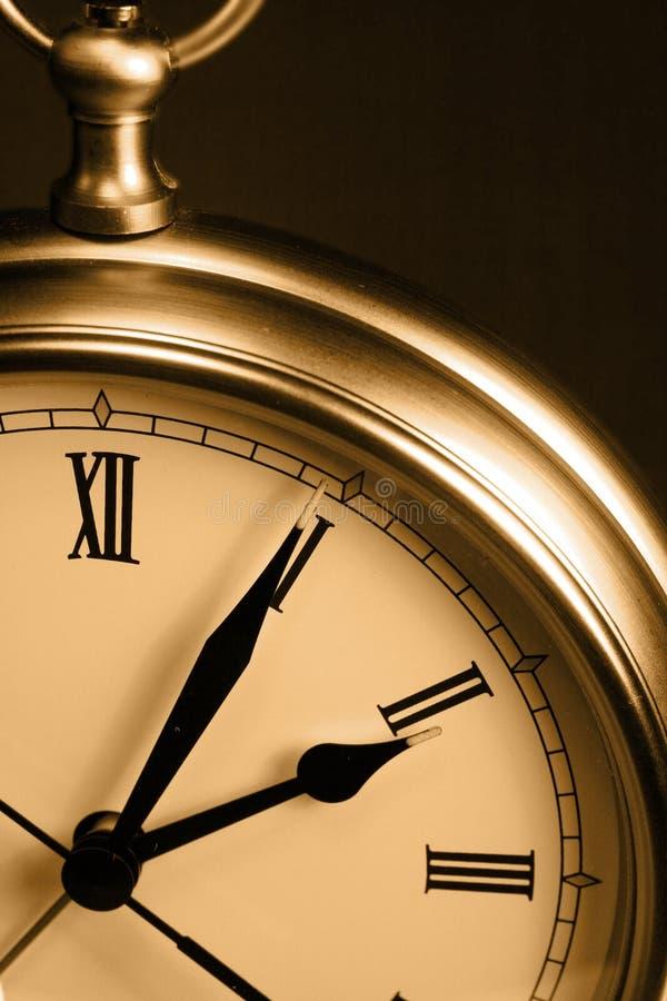 Reloj de tiempo de la sepia fotografía de archivo