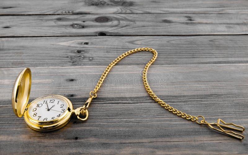 Reloj del oro imagen de archivo libre de regalías