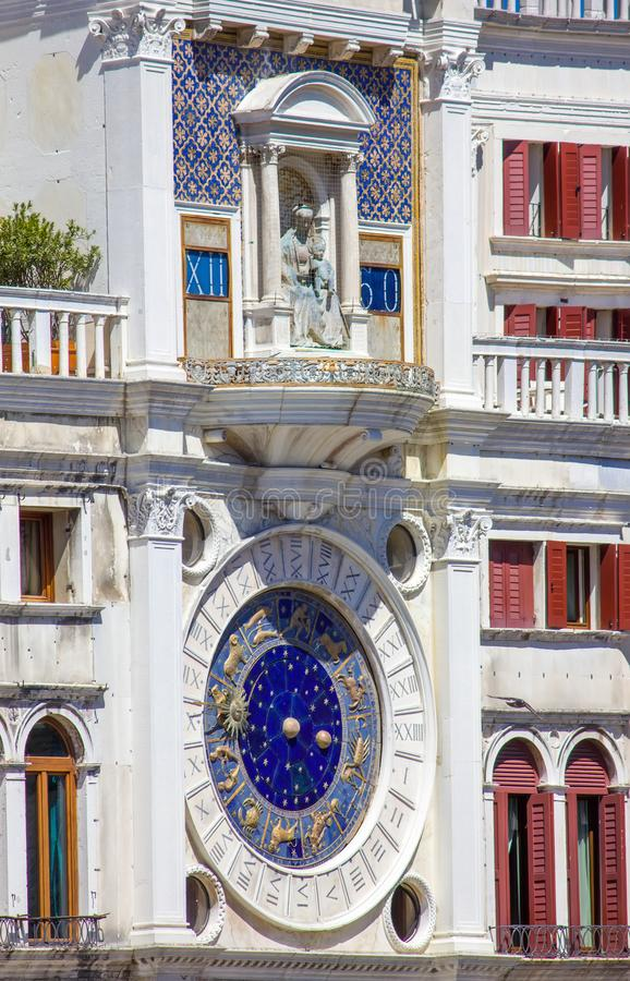 Reloj del zodiaco en Venecia, cuadrado de San Marco, Italia fotos de archivo