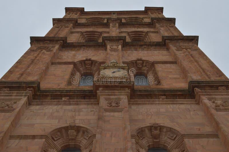 Reloj en el campanario de la catedral en Astorga Arquitectura, historia, Camino De Santiago, viaje, fotografía de la calle imágenes de archivo libres de regalías