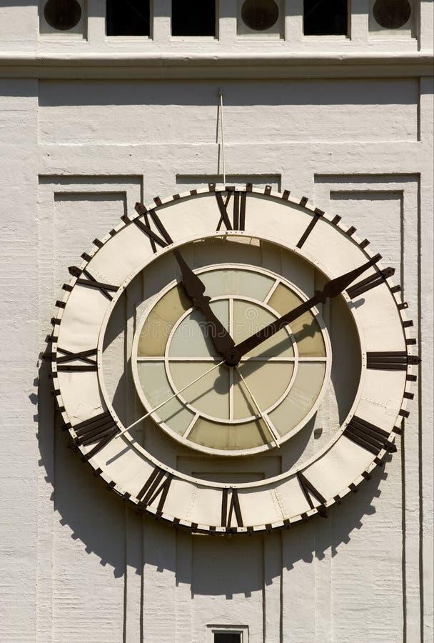 Reloj en el edificio del transbordador foto de archivo libre de regalías