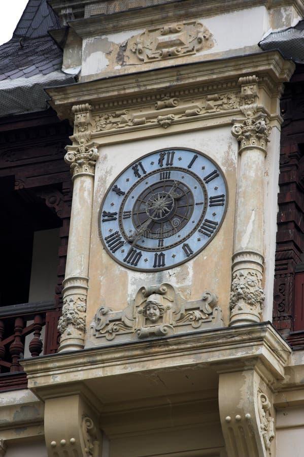 Reloj en el palacio de Peles foto de archivo