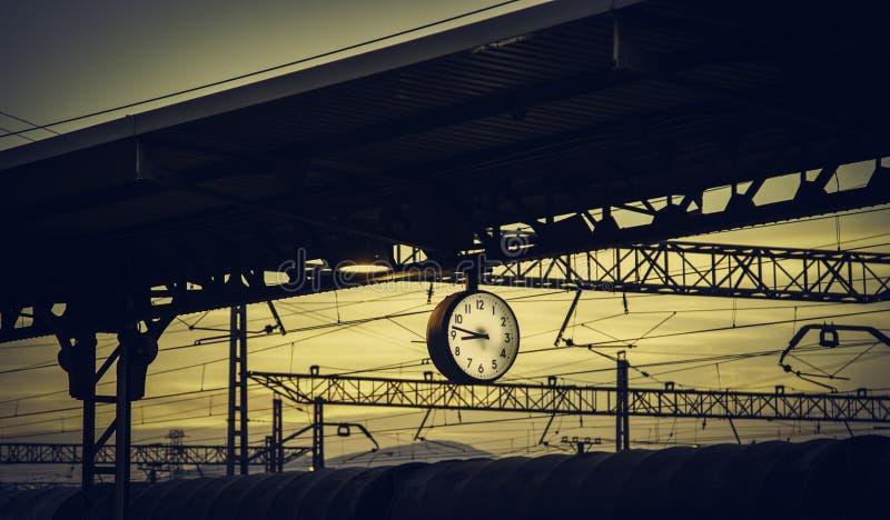 Reloj en la estación de tren fotografía de archivo libre de regalías