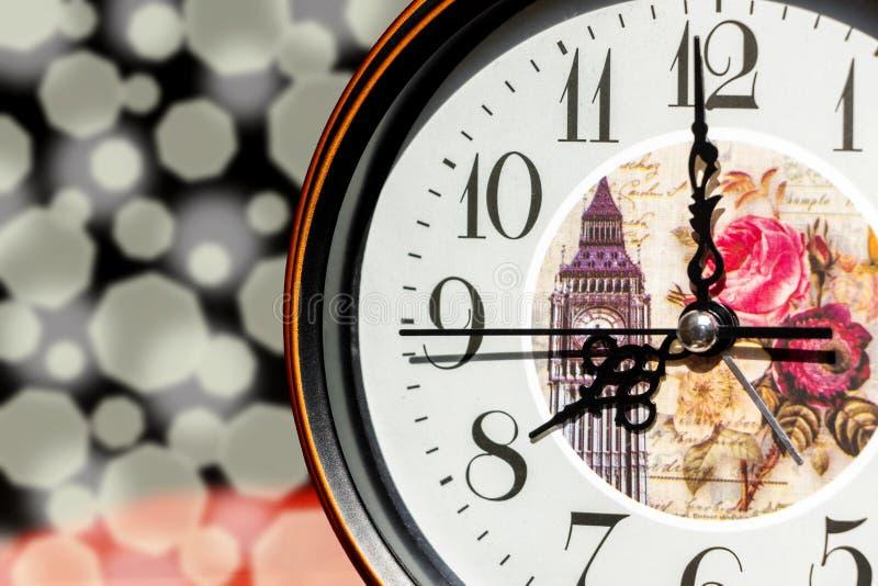 Reloj en la sol imagenes de archivo