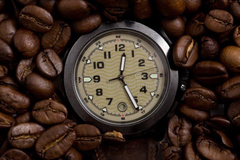 Download Reloj En Los Granos De Café Imagen de archivo - Imagen de brewed, fondo: 7287371