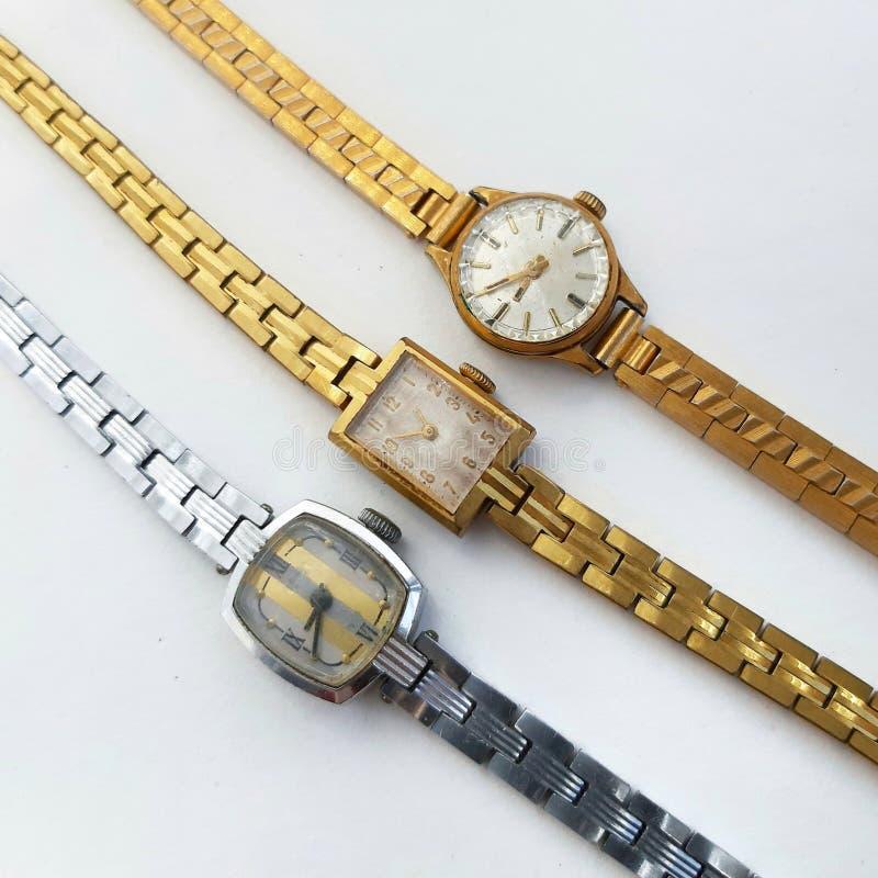Reloj femenino mecánico del vintage en el fondo blanco imágenes de archivo libres de regalías