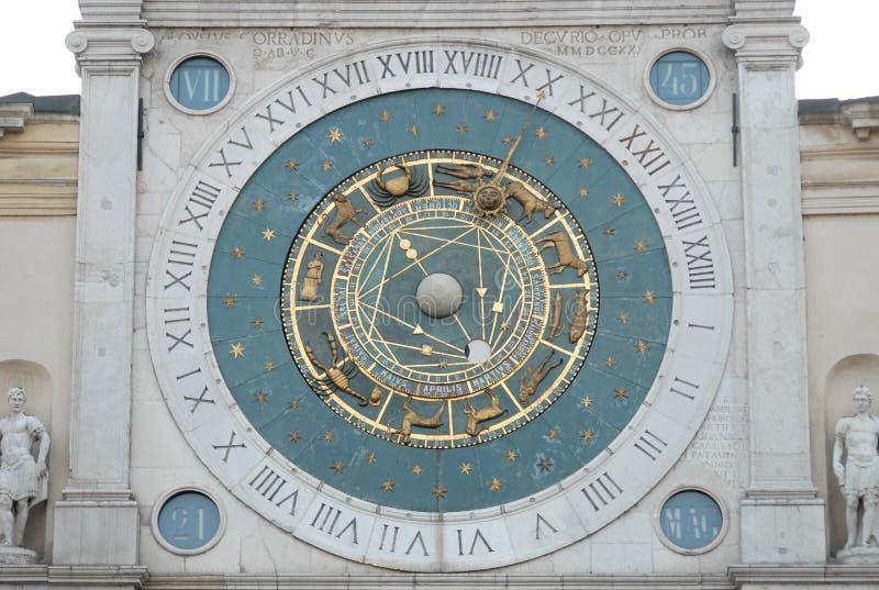 Reloj grande en Signori del dei de la plaza en Padua en el Véneto (Italia) fotografía de archivo