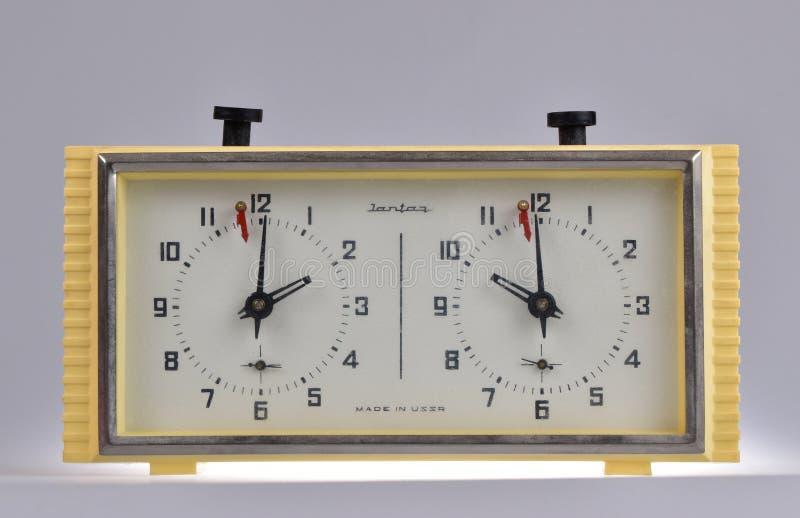 Reloj mecánico del ajedrez fotografía de archivo