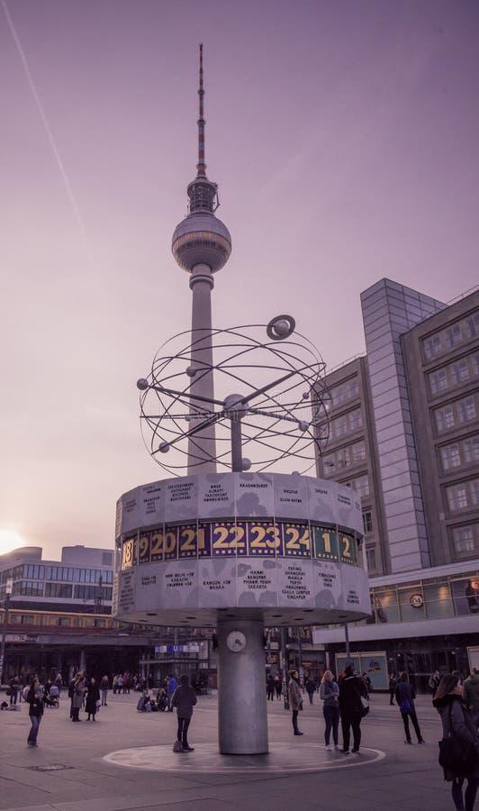 Reloj mundial de Berlin Alexanderplatz, Berlín, Alemania fotos de archivo