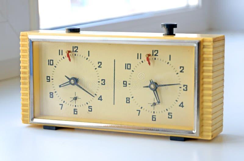 Reloj retro del ajedrez Producido en la Unión Soviética URSS Tales horas fueron utilizadas por muchos jugadores de ajedrez soviét fotos de archivo