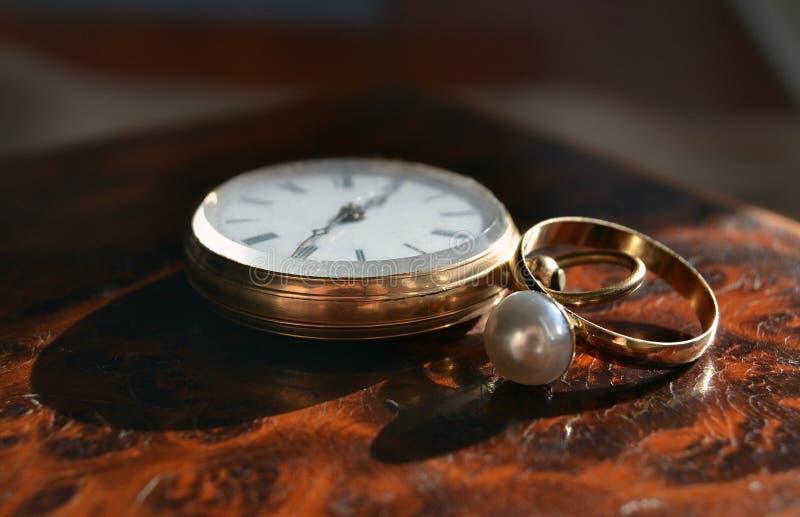 Reloj viejo arcaico para los hombres y los colectores imagen de archivo libre de regalías