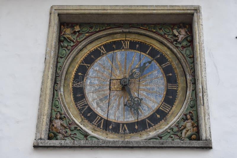 Reloj viejo de la torre Ciudad de Tallinn fotografía de archivo