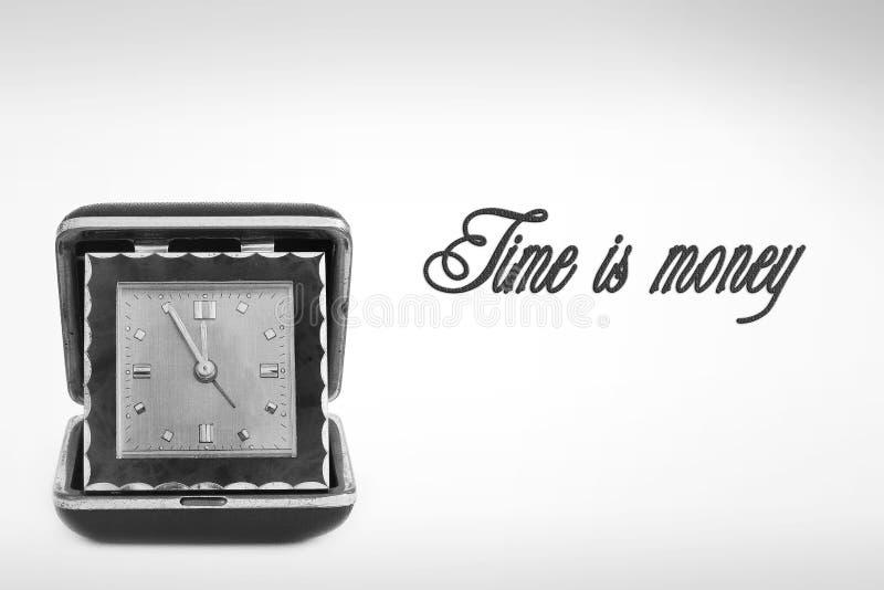Reloj viejo del camino Reloj retro El tiempo es oro fotografía de archivo