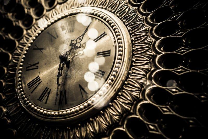 Reloj viejo del oro del vintage imagenes de archivo