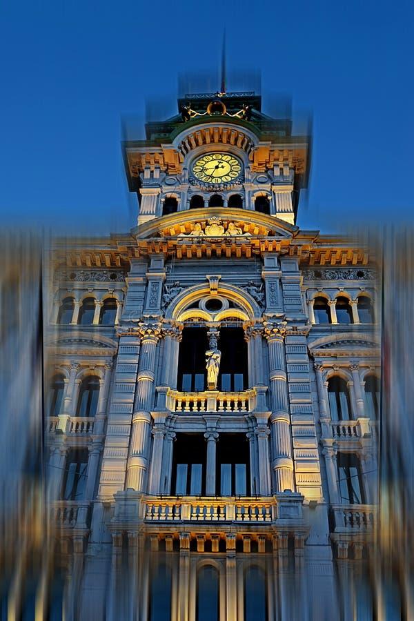 Reloj y campanario de la tarde de la aclaración de la ciudad Hall Buildi imagen de archivo