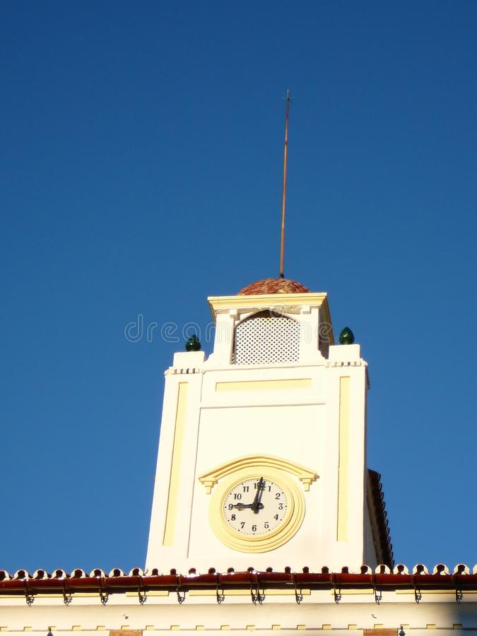 Reloj y campanario del ayuntamiento de Alora fotografía de archivo libre de regalías