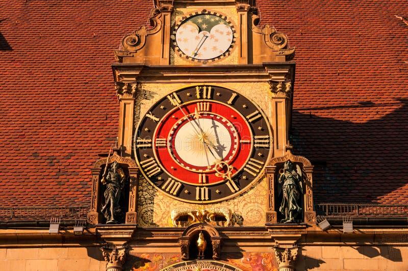 Reloj y fachada principales de la ciudad en Rathaus en Heilbronn, Alemania foto de archivo libre de regalías