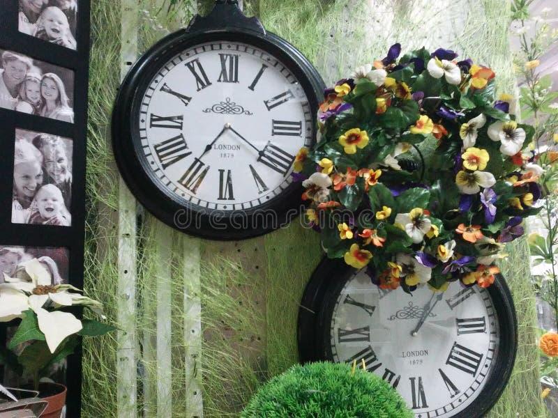 Reloj y tiempo foto de archivo