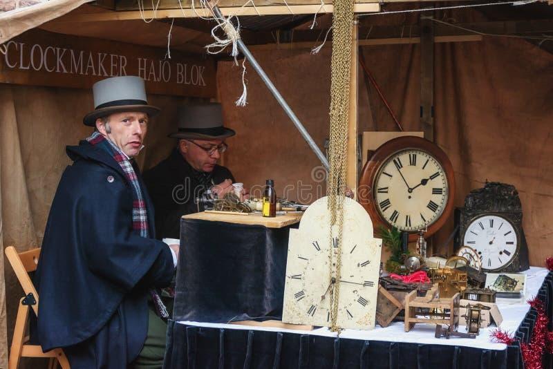 Relojeros en el trabajo durante el festival en el Dickens Festval i fotografía de archivo