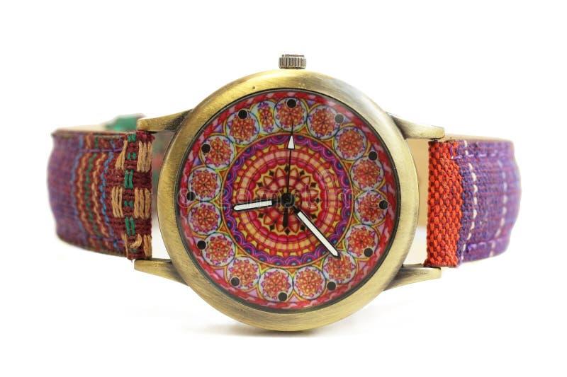 Relojes en estilo étnico del hippie en un fondo aislado blanco foto de archivo
