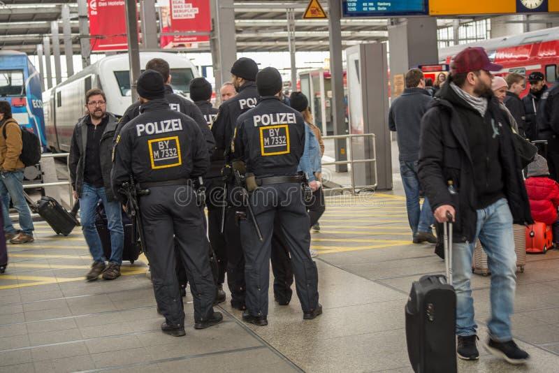 Relpolitie bij de Centrale Post van München royalty-vrije stock afbeeldingen