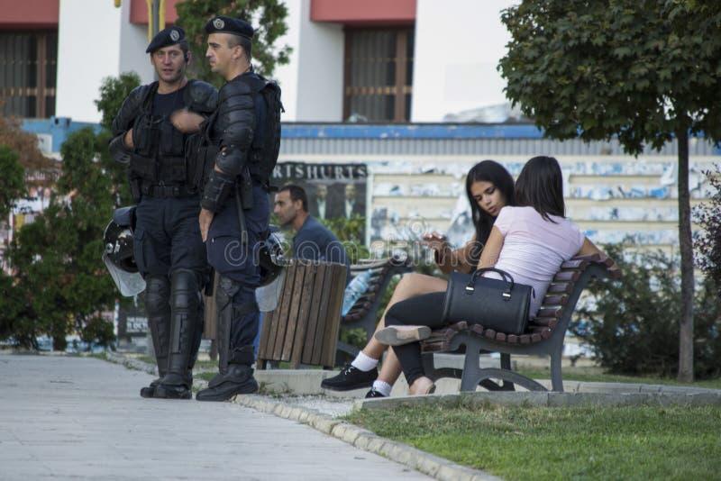 Relpolitiemannen het wachten royalty-vrije stock foto's