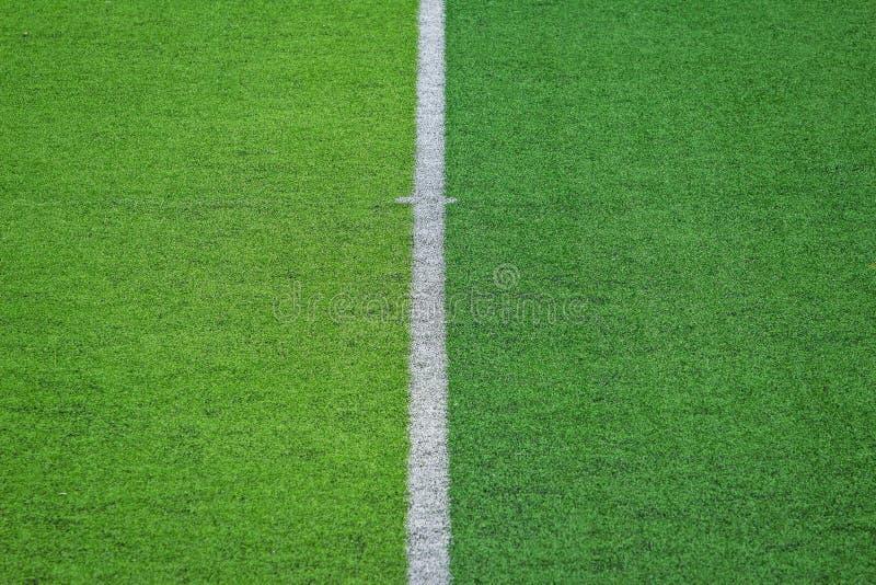 Relvado artificial do campo de futebol do futebol imagens de stock
