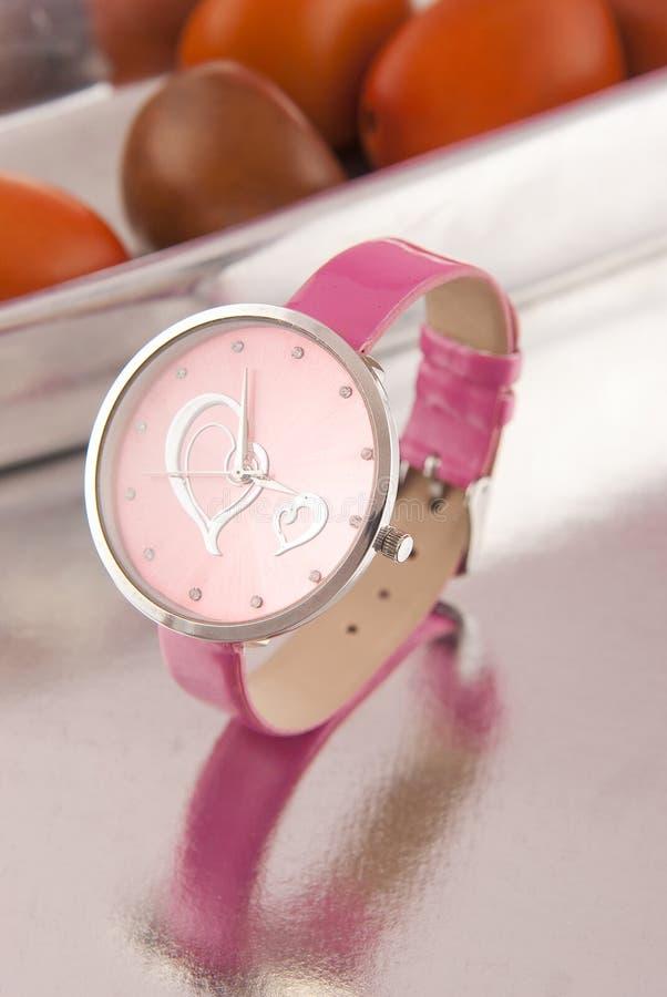 Rem för läder för klockakvinna rosa royaltyfri foto