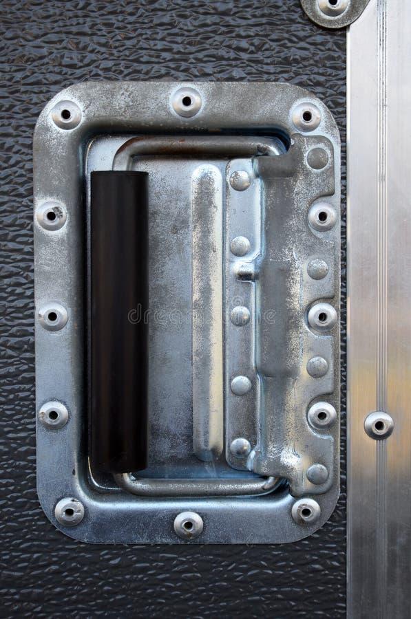 Remaches metálicos de una caja del camino foto de archivo
