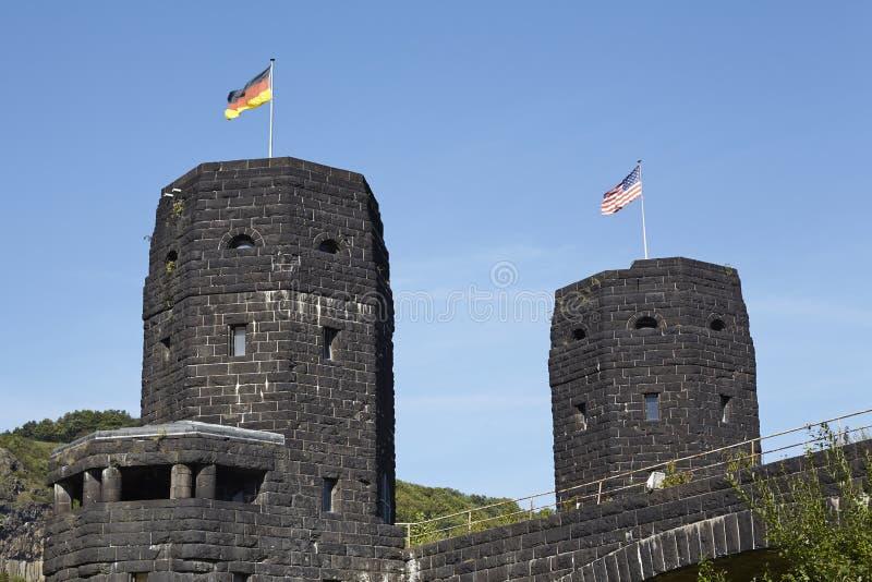 Remagen - a ponte de Remagen com as bandeiras dos aliados e da Alemanha imagens de stock