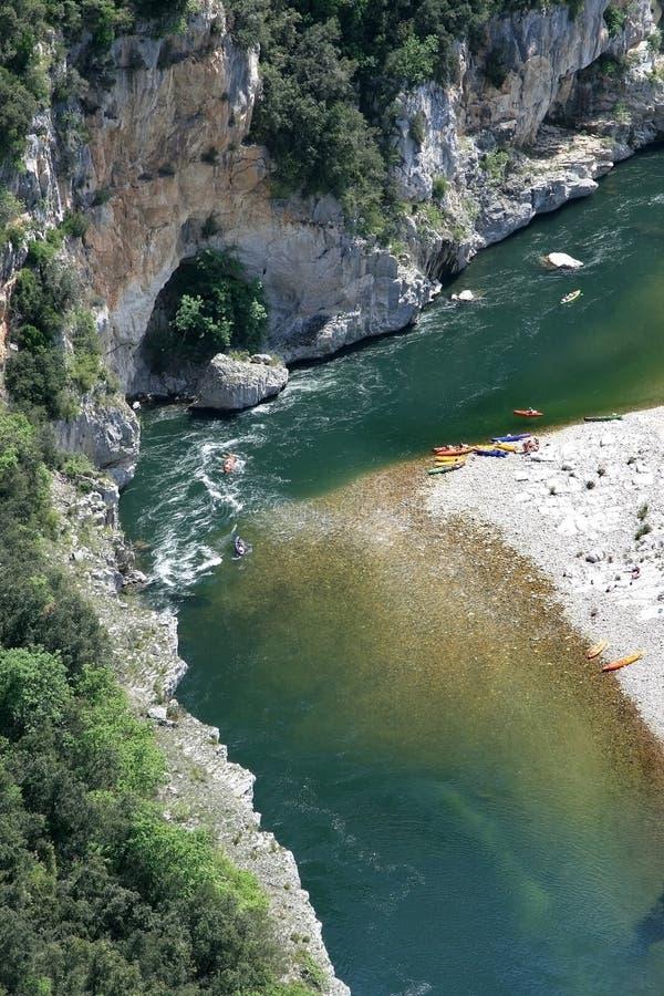 Remando al fiume francese di Ardeche fotografie stock