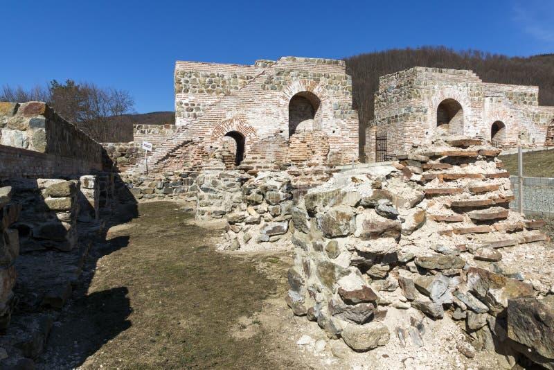 Remanente de antiguo romano fortaleza la puerta del Trajan, Sofia Region, Bulgaria imagen de archivo