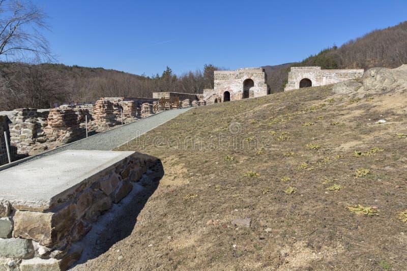 Remanente de antiguo romano fortaleza la puerta del Trajan, Sofia Region, Bulgaria imagenes de archivo