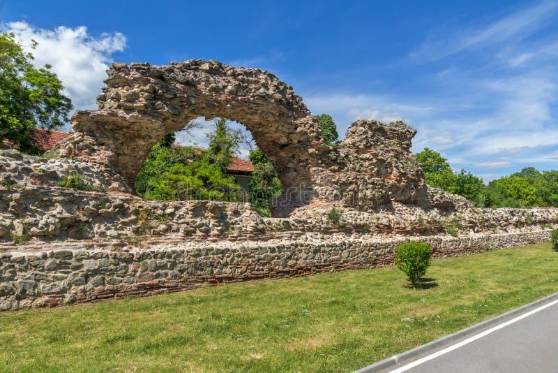 Remanings de los fortalecimientos de la ciudad romana antigua de Diocletianopolis, ciudad de Hisarya, Bulgaria fotos de archivo libres de regalías