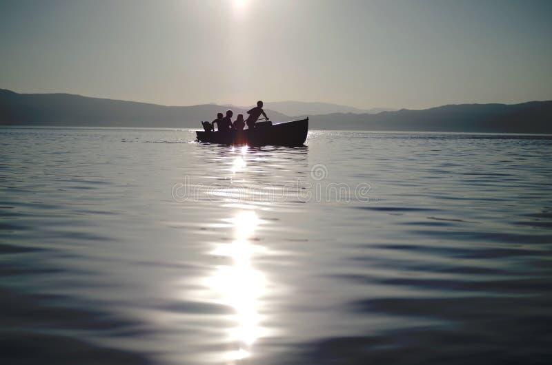 Remar un bote pequeño fotografía de archivo