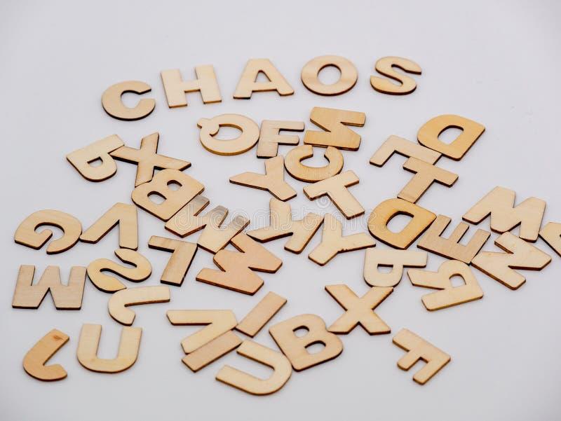 Remate abajo de la opinión sobre letras de madera con el caos de la palabra imágenes de archivo libres de regalías